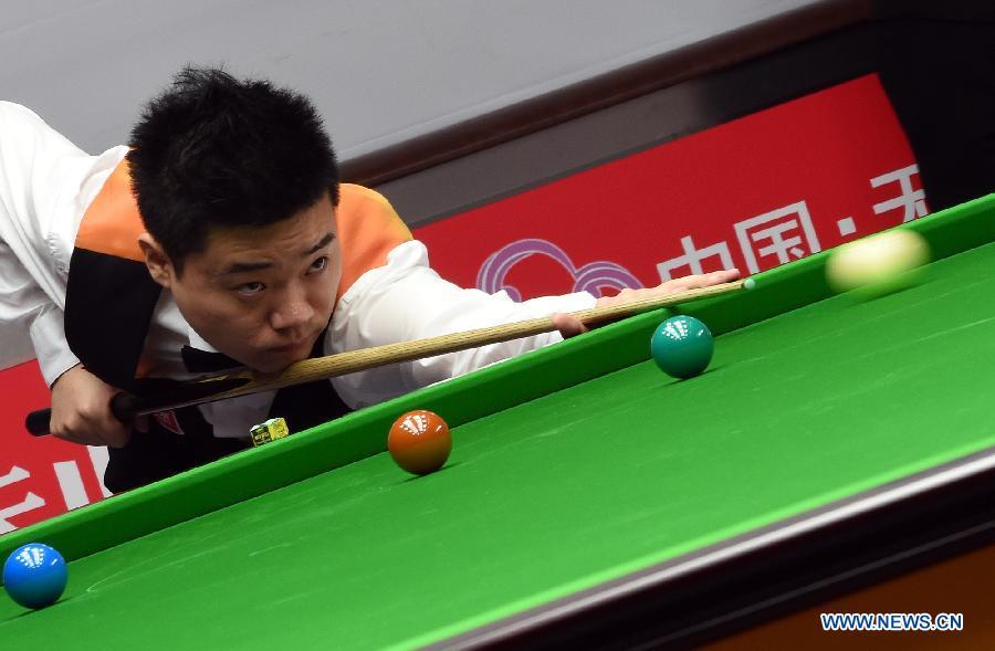 Китайские спортсмены лидируют на Кубке мира-2015 по снукеру среди команд