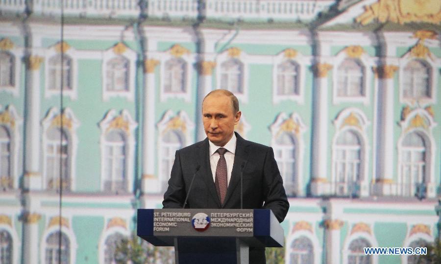 Россия и Китай будут наращивать использование национальных валют во взаиморасчетах -- В.Путин