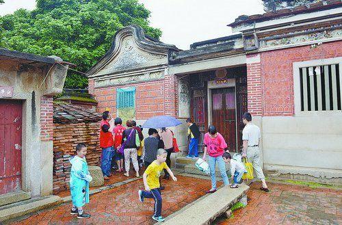 海沧小朋友走访历史上的私塾。