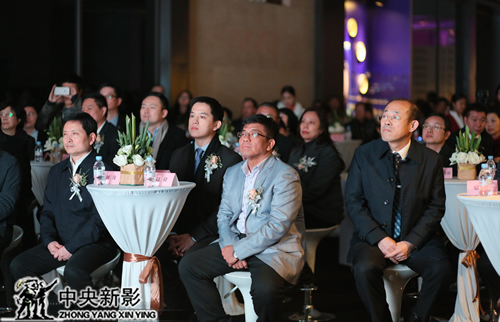 重庆市政府领导、渝中区区委领导、中央新影集团副总裁赵捷(右二)出席启动仪式