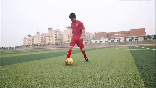 谁是球王图片故事--鹤壁足球少年秦朝杰