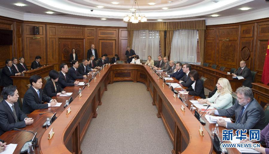 الصين وصربيا تتعهدان بدفع التعاون العملي