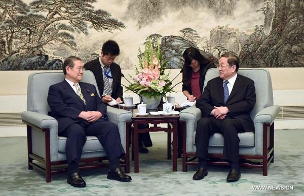 يو تشنغ شنغ ومجموعة من المشرعين اليابانيين الزائرين