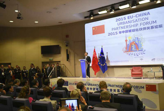 لي يدعو إلى تعاون أقوى بين الصين والاتحاد الأوروبي