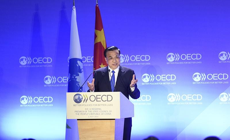 لي كه تشيانغ يلقي خطابا في مقر منظمة التعاون الاقتصادي والتنمية