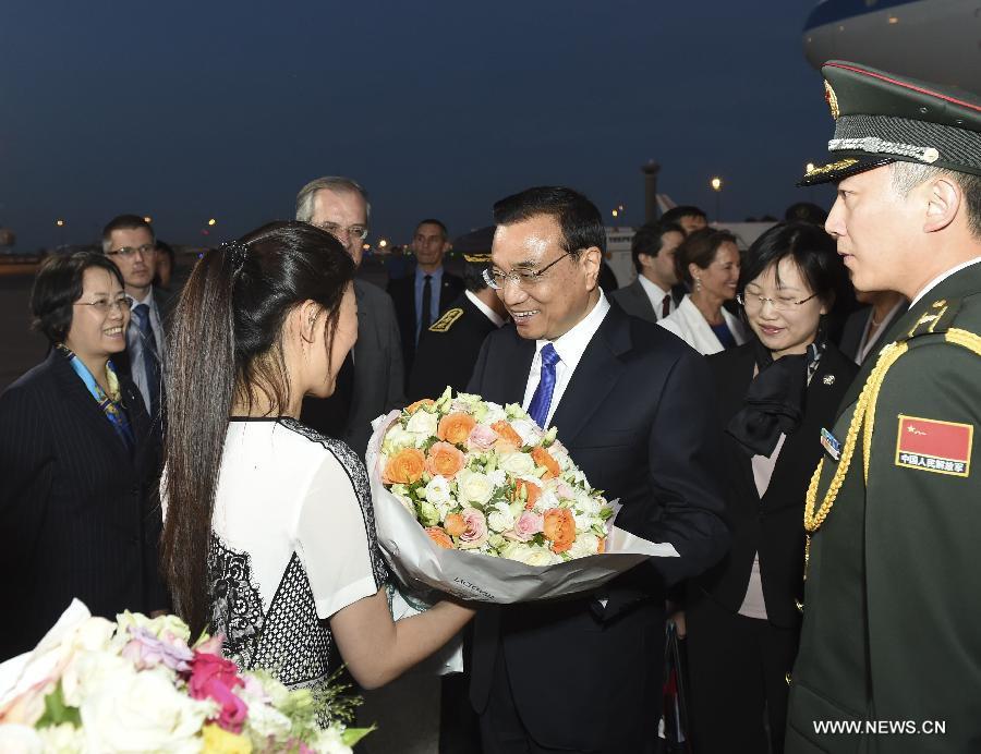 Ли Кэцян прибыл в Париж с официальным визитом