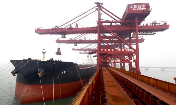 Крупнейший в мире сухогруз для перевозки железной руды прибыл в порт Циндао