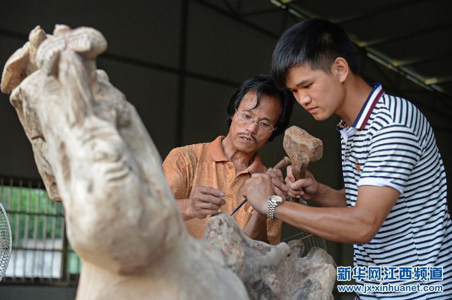 Правительство КНР помогает рабочим-мигрантам начать бизнес в родных городах и поселках