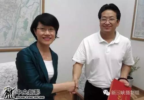 重庆副市长谭家玲接见剧组时表示《新三峡》有望成为三峡旅游的引爆点