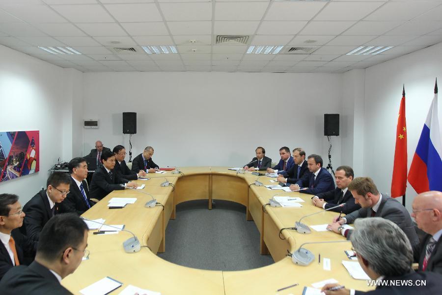Д.Медведев встретился с вице-премьером Госсовета КНР Ван Яном