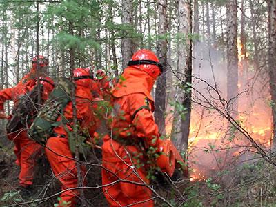 内蒙古大兴安岭一林场发生火灾消防官兵奋勇