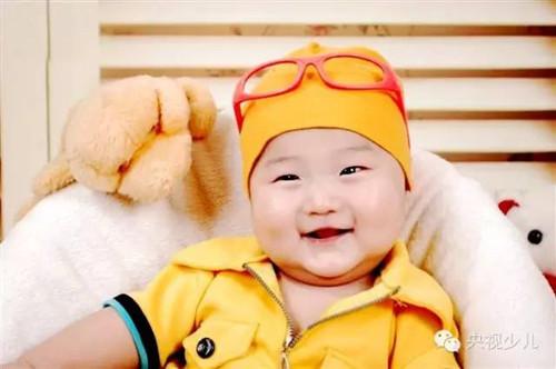 30号宝宝:刘泽博,1岁.是一个健康开朗爱笑的小男孩.