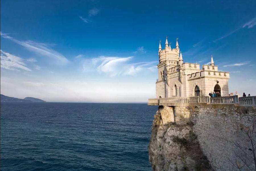 Мминиатюрный готический замок Ласточкино гнездо