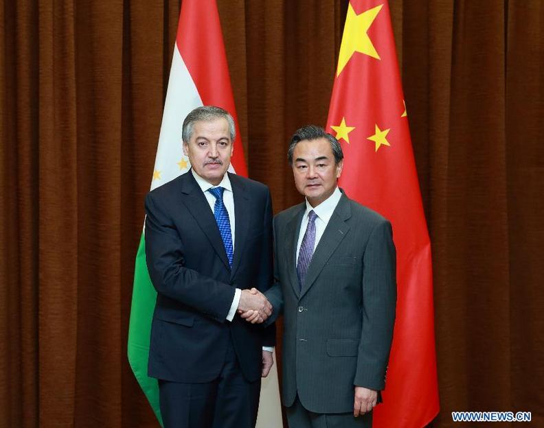 Министр иностранных дел КНР Ван И встретился с главой МИД Таджикистана