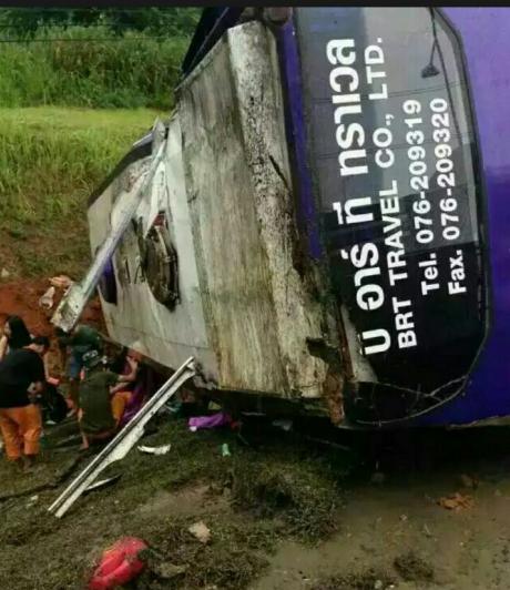 泰国普吉岛大巴翻车 17名中国游客受伤
