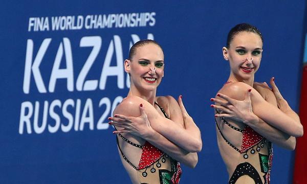 Светлана Ромашина(слева) принесла России первое «золото» на соревнованиях в Казани
