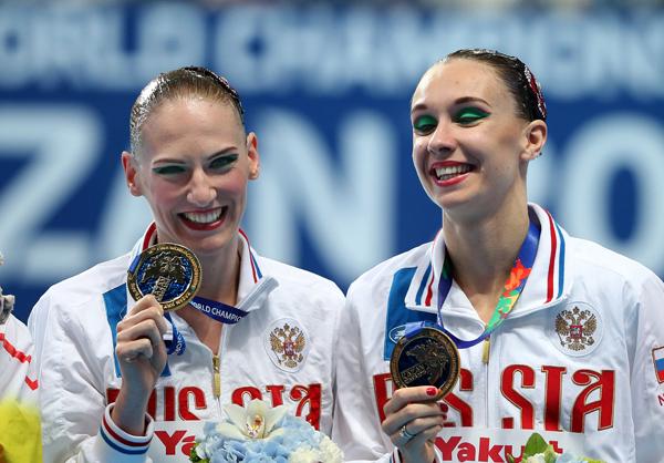 Светлана Ромашина(слева) принесла России первое «золото» на соревнованиях в Казани. Валерий Шарифулин/ТАСС