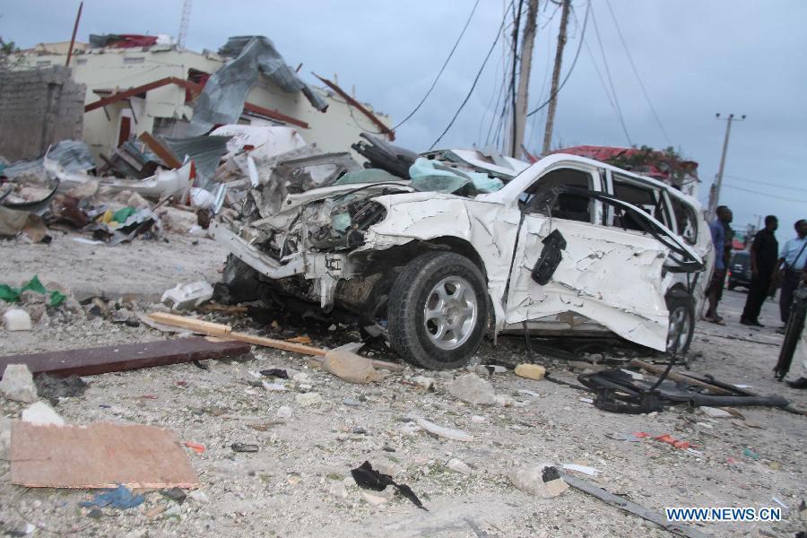 """В результате взрыва у отеля """"Джазира"""" погибли как минимум 15 человек в столице Сомали"""