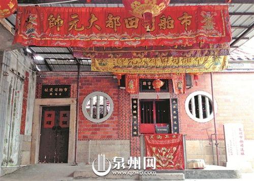 """在市区水门巷竹街,有一块沧桑的石碑静静伫立,上书大字""""宋泉州市舶司遗址""""。"""