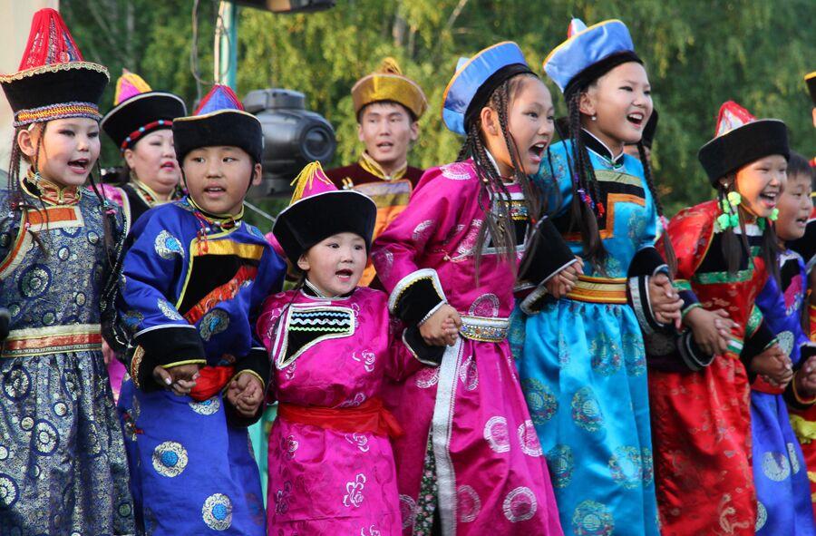Архив:В Улан-Удэ состоялся ежегодный фестиваль народного танца