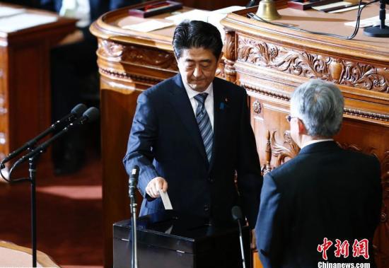 Палата советников парламента рассматривает законопроект Синдзо Абэ