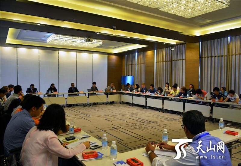 Журналисты 18 стран мира продолжают поездку по Синьцязн-Уйгурскому автономному району