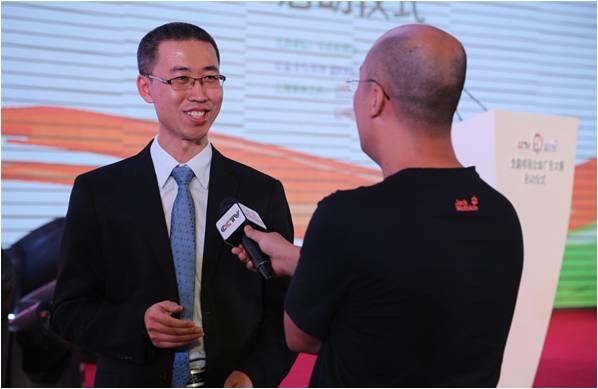 蓝月亮(中国)有限公司总经理刘志强接受央视记者采访