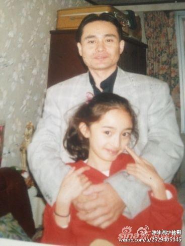 杨幂小时候和爸爸的合影