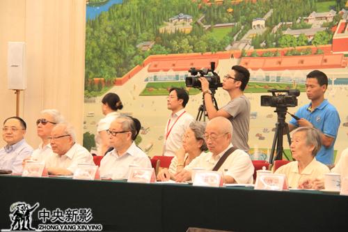 革命先辈家属代表参加发布会
