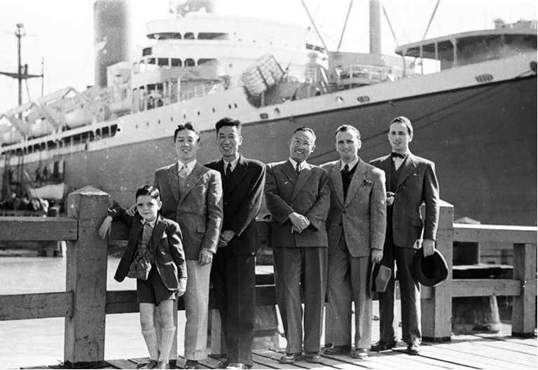 Покидая Шанхай в 1948 году, торжественные проводы в порту
