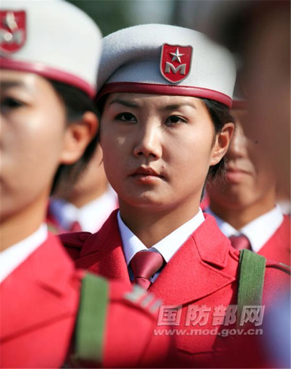 الجنديات الصينيات في الاستعراض العسكري