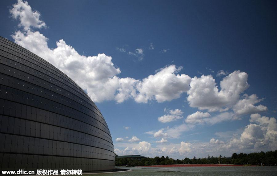 Le ciel bleu embellit Beijing avant le défilé du Jour de la Victoire