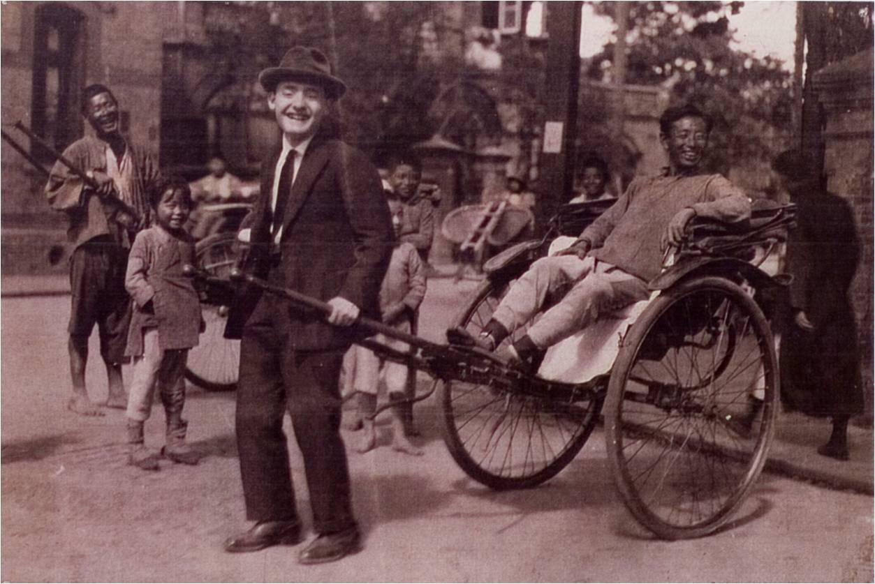 Шэньшиди (тянет рикшу)