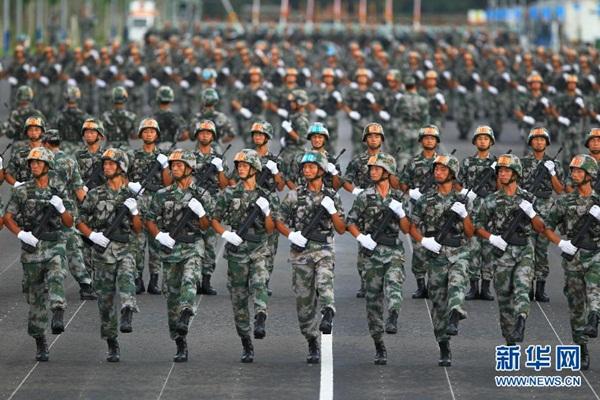 القوات الراجلة للاستعراض العسكري في يوم النصر