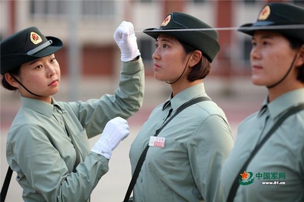 الطبيبات في الجيش