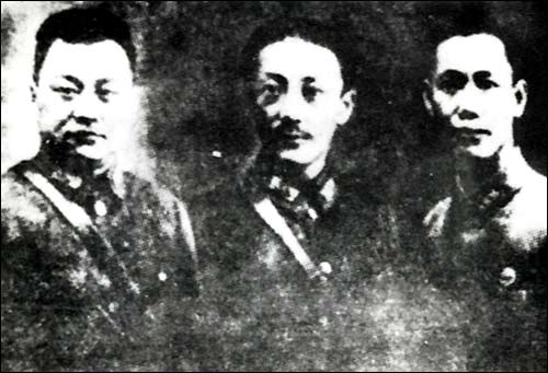 19路军总指挥蒋光鼐(中)、军长蔡廷锴(右)