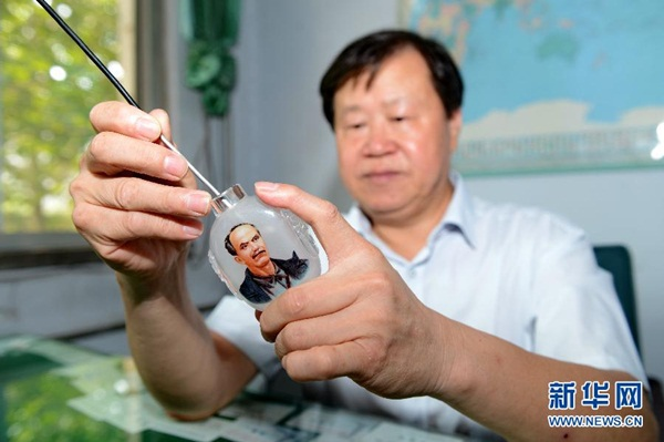 """الفني تشانغ رو تساي من """"بلدة الرسم الداخلي"""" خنغ شوي بمقاطعة خبي"""
