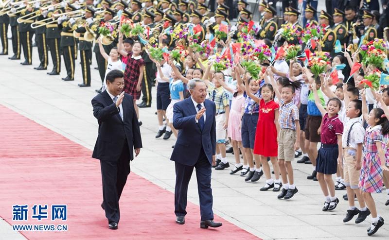 التقى الرئيس الصيني شي جين بينغ مع رئيس كازاخستان نور سلطان نزارباييف