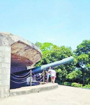 克虏伯大炮矗立在胡里山炮台上。
