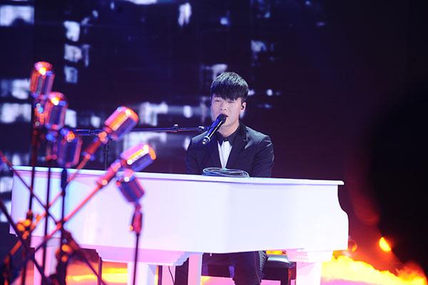 宁桓宇弹钢琴