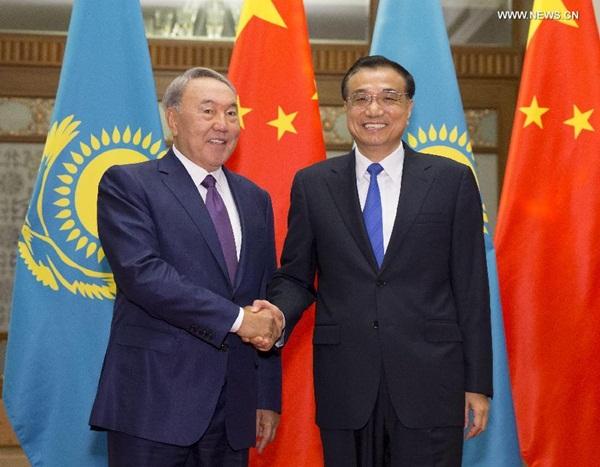 رئيس مجلس الدولة الصينى يجتمع مع الرئيس القازاقى