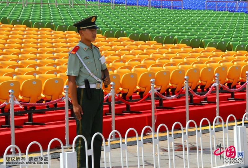 إنشاء المزيد من المقاعد على مدرجات مشاهدة الاستعراض العسكري