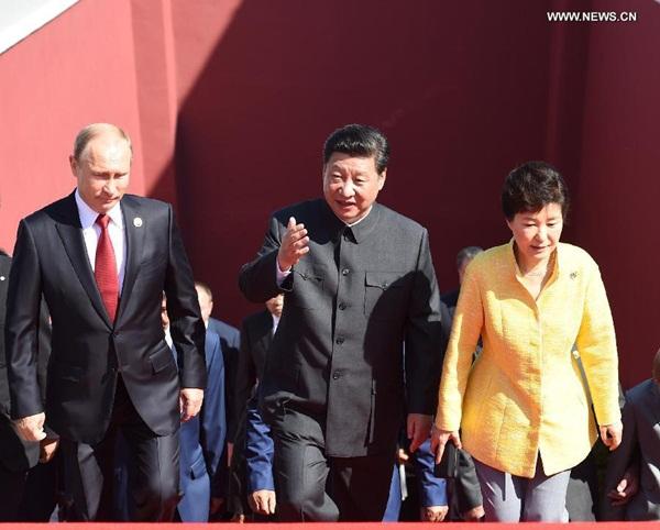 وصل قادة دول أجنبية وممثلو حكومات ومسؤولون كبار بمنظمات دولية إلى تيان