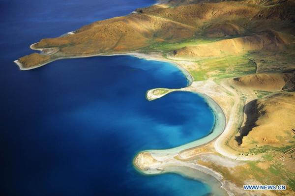 Un vistazo aéreo del lago Yamzho Yumco