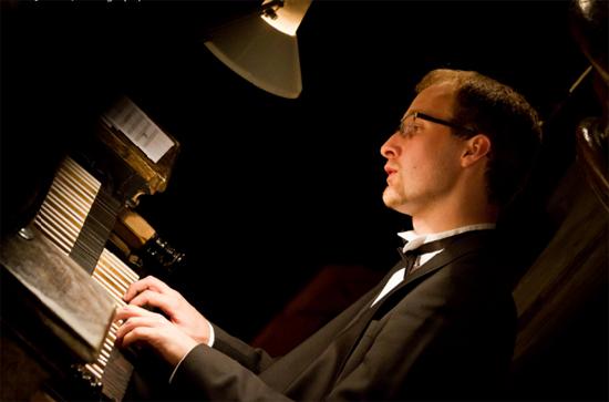 捷克80后管风琴演奏家奏响磅礴之音图片