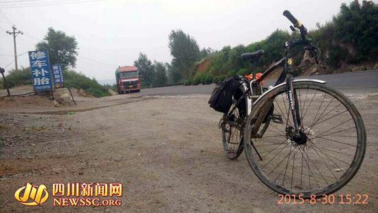 山东小伙骑行1400多公里赴四川上学
