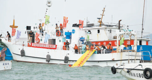 厦门与金门的放流船首次在厦金海域实施联合增殖放流。