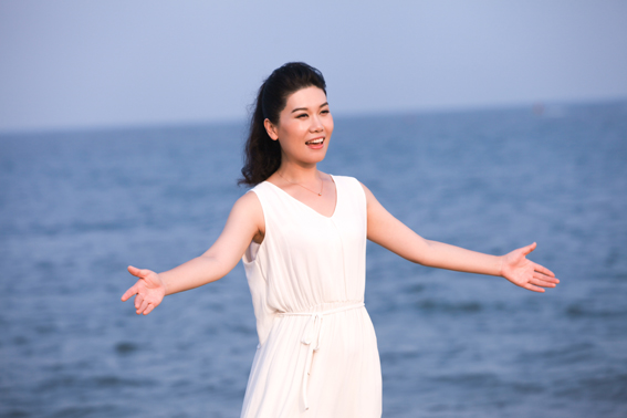 阎维文王雁拍摄MV 把爱给你 献给所有的孩子