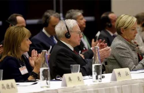 参加座谈会的外国企业家