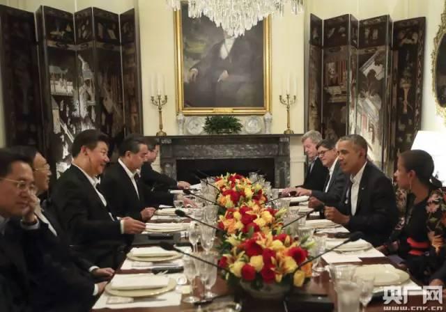 习近平主席与奥巴马布莱尔国宾馆内交谈。兰红光摄